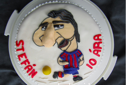 This Messi cake is even anatomically correct.